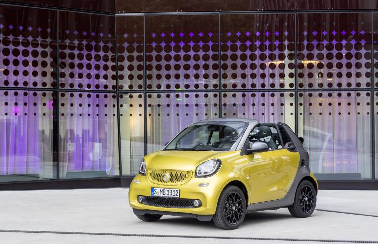 The new smart fortwo cabrio: Summer in the city Stuttgart